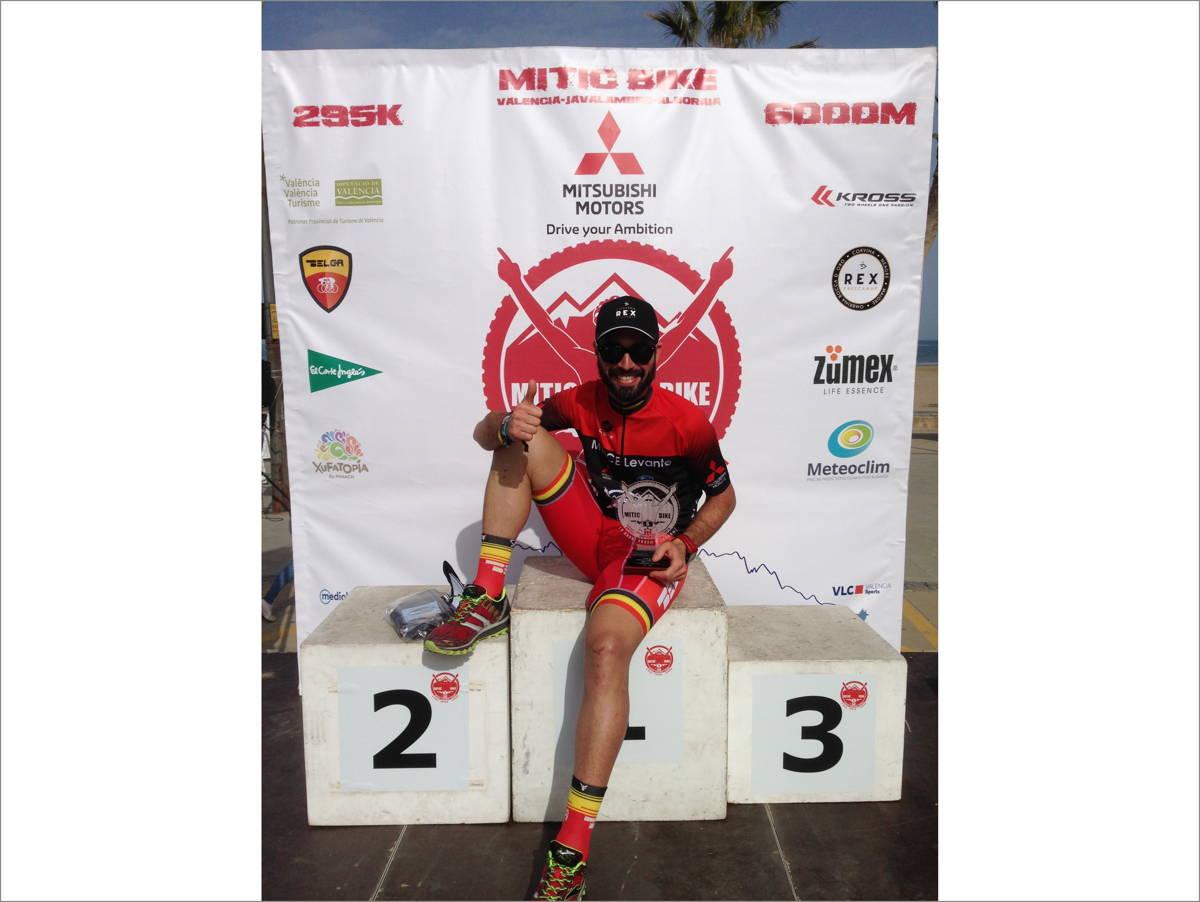 Adrian Escrig Ganador absoluto Mitic Bike con Corvina REX