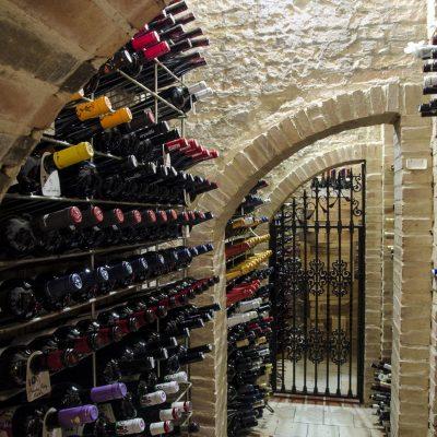 Mas de 500 referencias de vinos en Casa Montaña