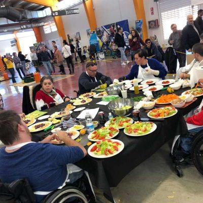 Chefs en silla de ruedas compiten cocinando con Corvina REX