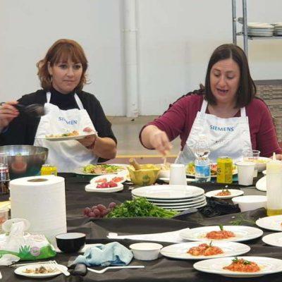 Participantes en silla de ruedas cocinan con REX