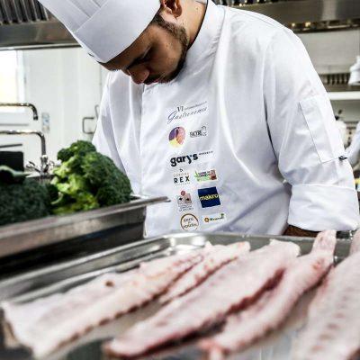 Preparando receta Corvina REX Certamen Nacional Gastronomia