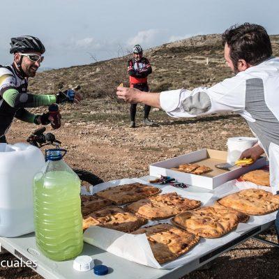 Ciclistas reponen fuerzas con Corv